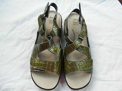 Barefoot Freedom  Green Faux Croc Sandals Women sz 12.5W *NWOT*