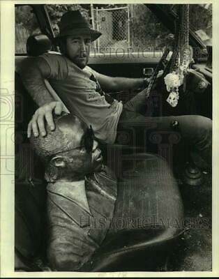 1984 Press Photo Sculptor Coco Robichaux in Car with Bust of Professor Longhair