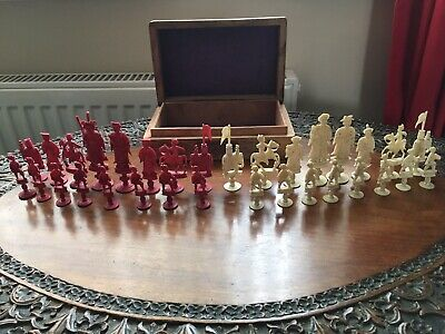 CHINESE CHESS SET CANTON - ANTIQUE CARVED IVORY 19th CENTURY WITH SANDALWOOD BOX