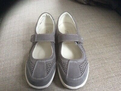 EASY STREET Flat Grey Suede Comfort Shoes.Size UK 5.5.Very Good Clean Condition.