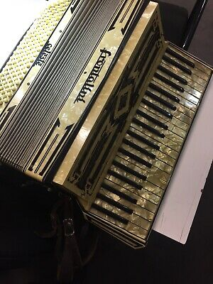 Wonderful Vintage Italian Piano Accordian Celeste Frontalini Exc Condn. In Case