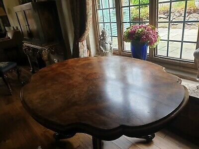 Beautiful Victorian burr walnut oval tilt top breakfast/Loo table