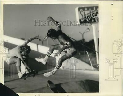 1977 Press Photo Skateboarding enthusiasts at Skateboard U.S.A. in Florida