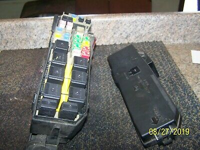 2001-2004 Ford Escape Engine Compartment Fuse Relay Box Block Under Hood OEM