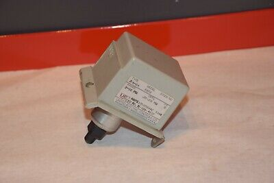 NEW UNITED ELECTRIC J54-24 8828 3-30psi PRESSURE SWITCH *DAMAGED COVER*