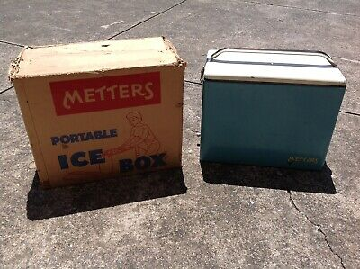 Old original vintage/retro collectable & complete Metters ice box / esky.