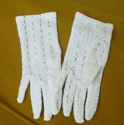 VINTAGE 1960s WHITE LACE GLOVES NYLON MORLEY WOMENSWEAR SZ SMALL