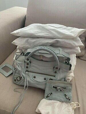 BARGAIN - Job lot opportunity - genuine leather handbags and purses