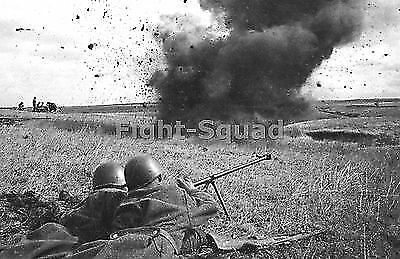 WW2 PICTURE PHOTO 1943 Crew of German Tiger I heavy tank