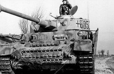 WW2 PICTURE PHOTO Russia 1943 German Panzer III crew of