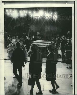 1969 Press Photo Visitors pass the casket of Dwight Eisenhower in Washington