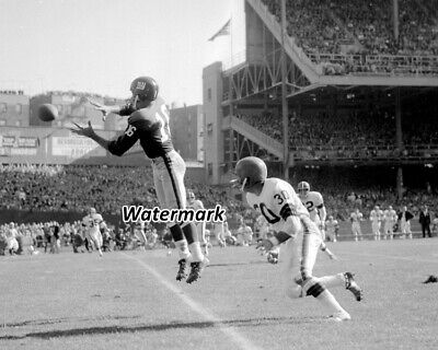 NFL 1963 New York Giants Frank Gifford vs Cleveland Browns 8 X 10 Photo Picture