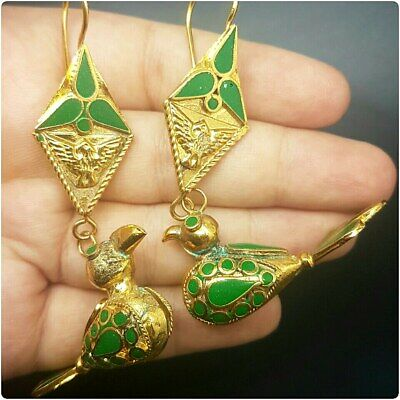 Beautiful gold plated rare wonderful  lovely bird's with unique stone earrings