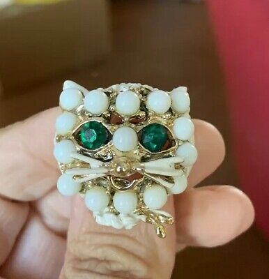 Charming Vintage Mid Century White Green Eyed Rhinestone Cat Face Brooch Pin