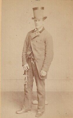 1870s OCCUPATIONAL CDV Photo~PRISON OFFICER w/ KEYS~EASTERN STATE PENITENTIARY?