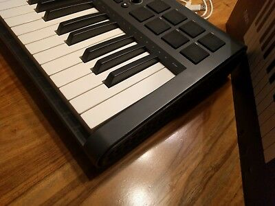 Midi controller M-audio Axiom 25 2nd gen like new , better quality than oxygen