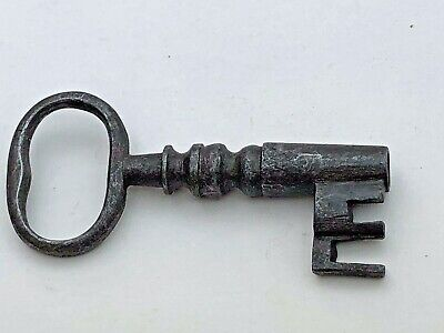victorian steel key -  ( ornate shank )  ref 10