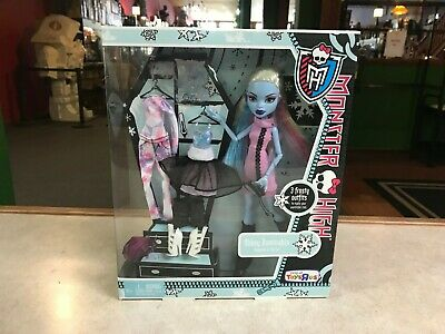 Mattel Monster High Doll NIP 2011 Toys R Us 3 Ghoulish Outfits ABBEY BOMINABLE