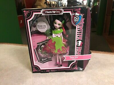 Mattel Monster High Doll NIP - 2012 A Monster High Story SNOW BITE Scarily After