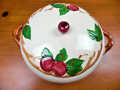 Vintage Franciscan Apple Round 1.5 Qt Covered Casserole W/Handles/Made In CA.