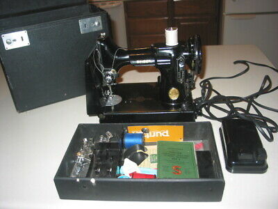 VTG Singer Featherweight Catalog 3-110 Portable Sewing Machine W/ Accessories