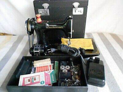 Singer Featherweight Sewing Machine 221 W/Case, Manual  and Attachments +++++