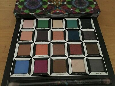 """Urban Decay, """"Alice Through The Looking Glass Palette"""""""