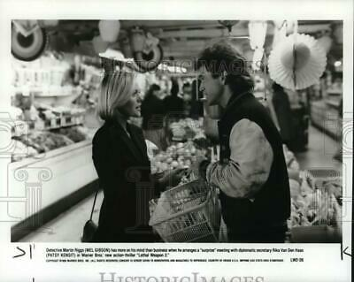"1989 Press Photo Mel Gibson and Patsy Kensit costar in ""Lethal Weapon 2"""