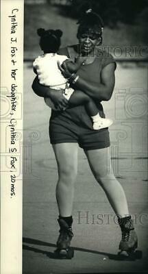 1986 Press Photo Cynthia Fox skating with her baby at Martin Luther King Center