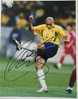 Roberto Carlos signed 10x8 Brazil photo UACC AFTAL RACC registered dealer