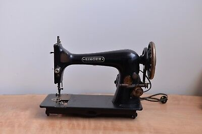 Vintage Singer Sewing Machine with light Great Condition