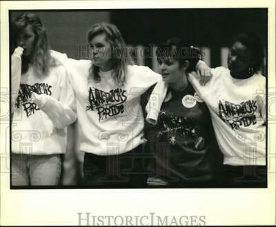 1989 Press Photo Students from Slidell High & America's Pride performer