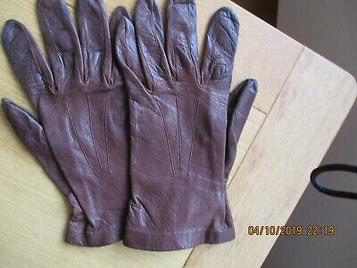 Vintage Milore brown unlined fitted leather gloves. Size 6 1/2. Used.