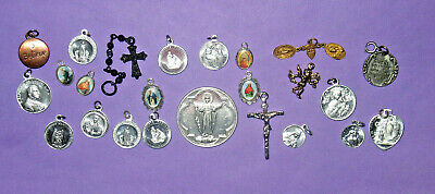 24 CHRISTIAN CATHOLIC RELIGIOUS JESUS MARY CROSS SAINTS MEDALS CHARMS LOT! (78w)
