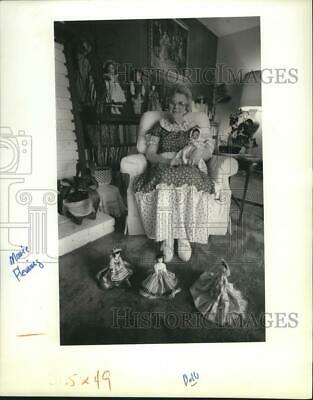 1989 Press Photo Marie Fleming and her doll collection featured in doll show