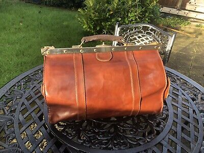 Beautiful Chestnut Leather Gladstone or Doctors Style Bag - Worcester