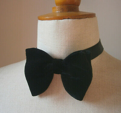 VINTAGE 1970s 70s BLACK VELVET LARGE BOW TIE DICKIE BOW PARTY WEDDING CRUISE