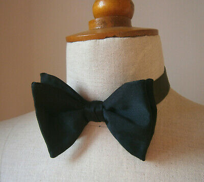 VINTAGE 1970s AKCO LARGE BLACK BOW TIE DICKIE BOW IN ORIGINAL BOX PARTY WEDDING