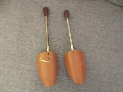 Vintage Dasco Shoemaster  Metal Shoe Trees with Wooden Ends Size Medium VGC