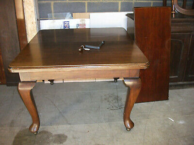 Lot No. 394 - Victorian Mahogany Extending Dining Table
