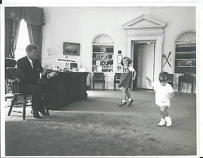 "1962 Photo JFK Camelot President JOHN F KENNEDY & Kids in OVAL Office 8""x10"" ..."