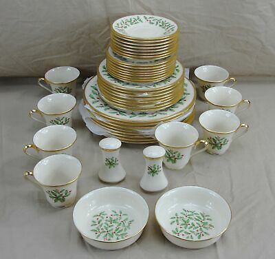 Lenox Holiday Dimension Collection Holly & Berries Seating For 8 China 45 Pieces