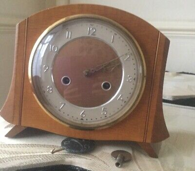 ANTIQUE/VINTAGE 1950's SMITHS PINE CASE MANTLE CLOCK WITH KEY & PENDULUM