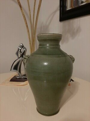 ming dynasty porcelain with lion head。large size 14X9 inchs