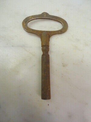 VINTAGE  CLOCK KEY / WINDER Size 7