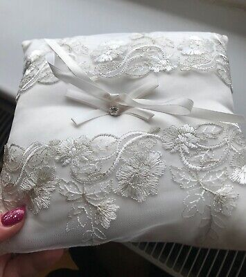 Square wedding ivory ring cushion with bow ⛪️🎀