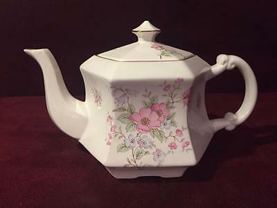 ROYAL PARK Fine Earthenware Teapot STAFFORDSHIRE England, Pink Roses. Gold Trim