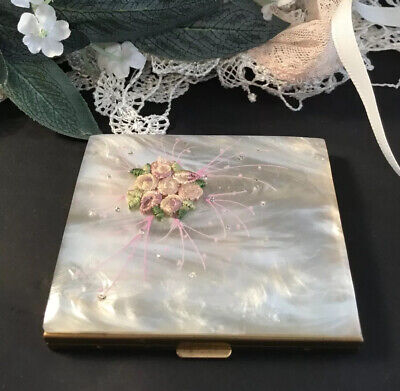 Vintage 50s Ivory Pearloid Lucite Embriodery Flower Square powder compact