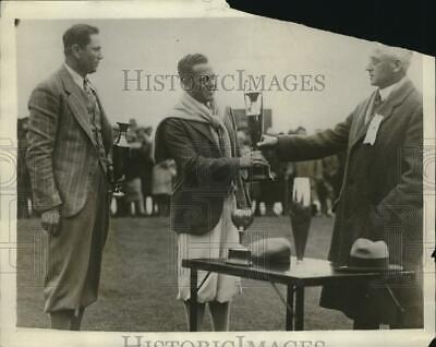 1929 Press Photo Johnny Dawson and Dr Jack Wolf tie during golf tournament