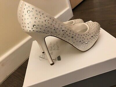 Shoes Ivory Diamond Heel shoes - Size 5